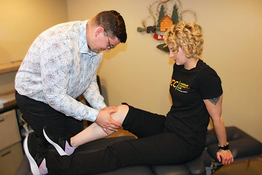 Chiropractor Waterloo IA Dr Cameron Hayward Knee Exam